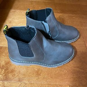 BNWOT kids ankle boots size 2.5 with zipper